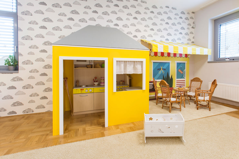 Komlói óvoda egyedi fal-és padlóburkolat, tervezés, gyártás és kivitelezés